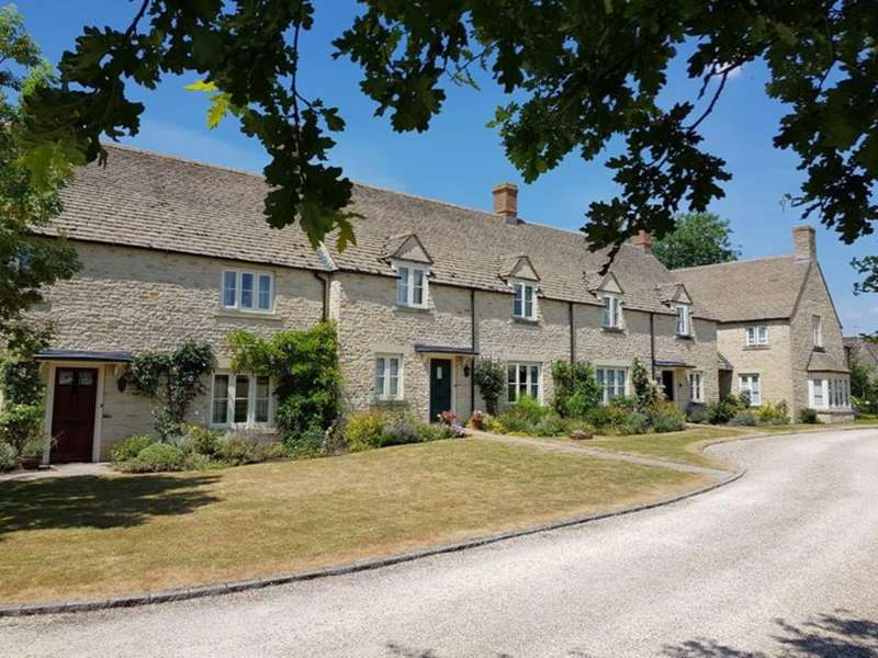 2 Bedrooms Terraced House for sale in Lechlade