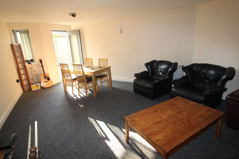 12 Bedrooms House for rent in Darren Street, Cathays , Cardiff