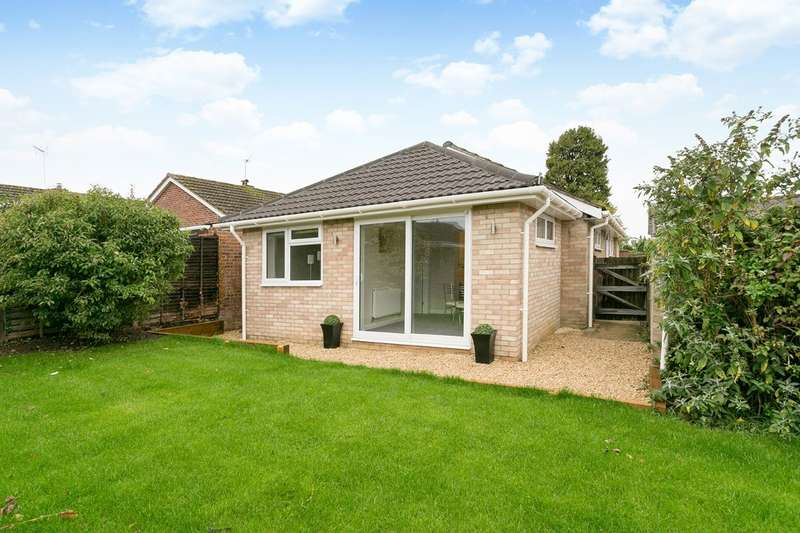 3 Bedrooms Bungalow for sale in Hungerford Drive, Furze Platt, Maidenhead, Berks