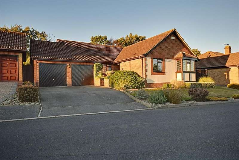 3 Bedrooms Detached Bungalow for sale in Fairfield Chase, Bexhill-On-Sea