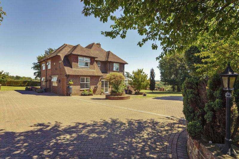 6 Bedrooms Detached House for sale in Lambleys Lane, Worthing