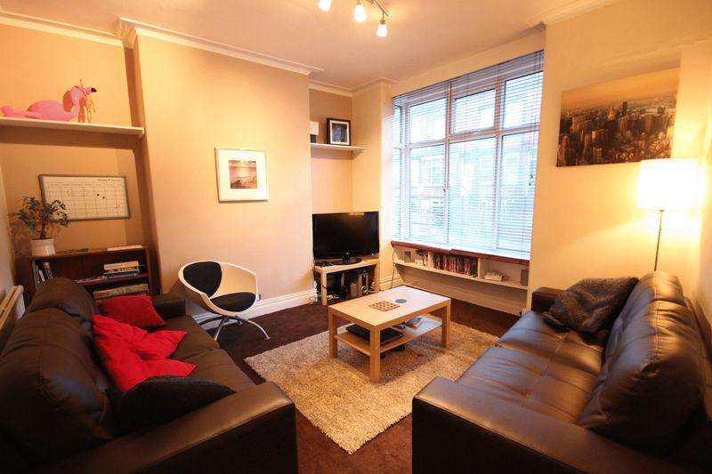 5 Bedrooms Terraced House for rent in Beechwood Place, Burley, Leeds