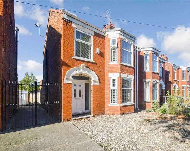 3 Bedrooms Semi Detached House for sale in Gillshill Road, Hull