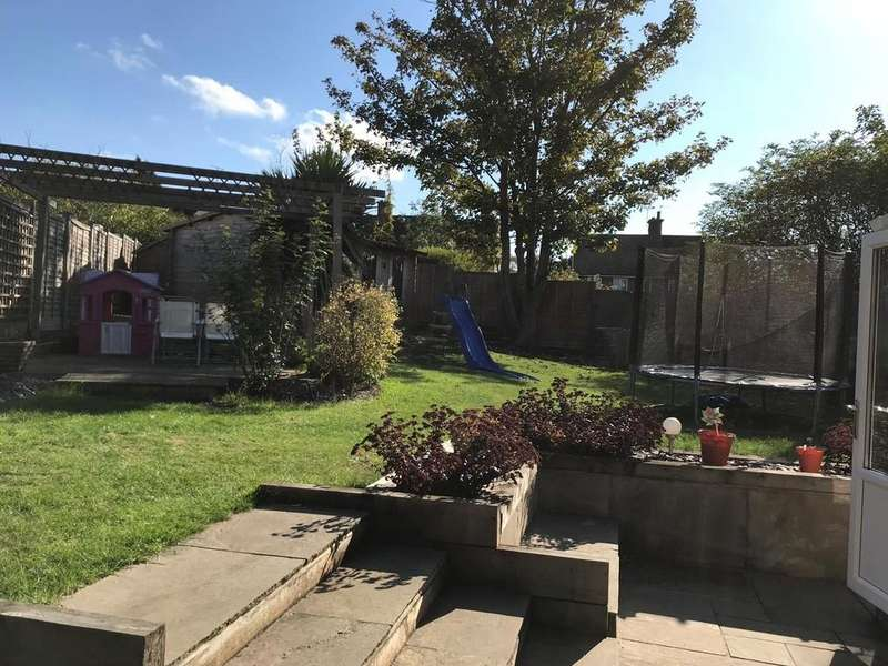 3 Bedrooms Semi Detached House for sale in Maud Janes Close, Ivinghoe