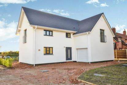 4 Bedrooms Detached House for sale in The Street, Ashwellthorpe