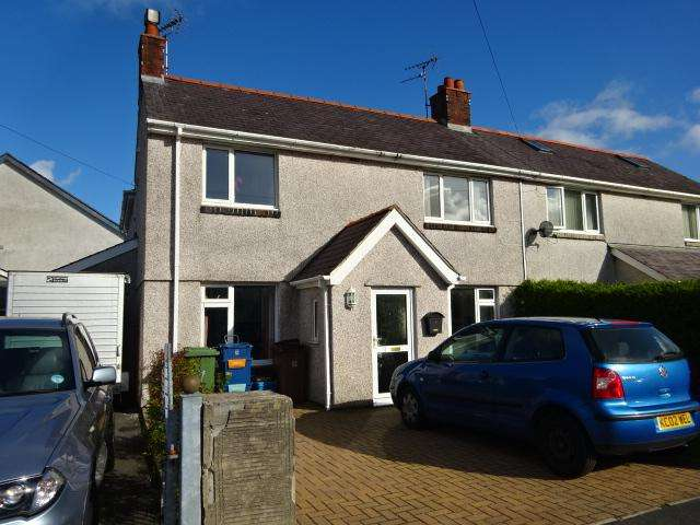 4 Bedrooms Semi Detached House for sale in MAES Y DREF, BANGOR LL57