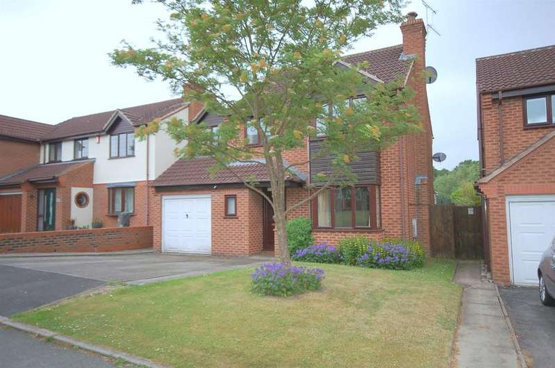 4 Bedrooms Detached House for sale in Nevis Drive, Crewe