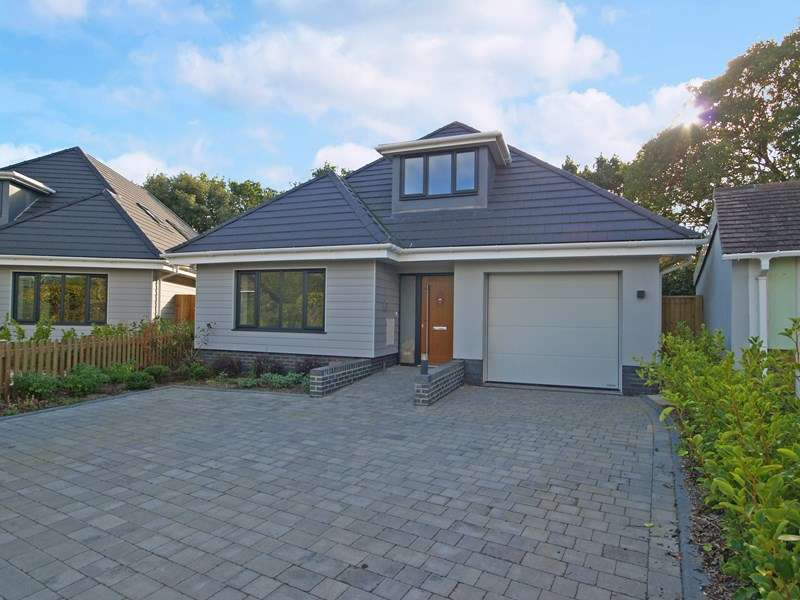 4 Bedrooms Detached Bungalow for sale in Firshill, Highcliffe, Christchurch