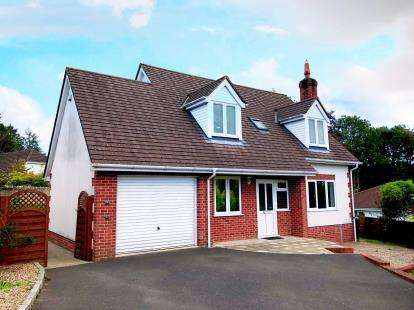 3 Bedrooms Detached House for sale in Axminster, Devon