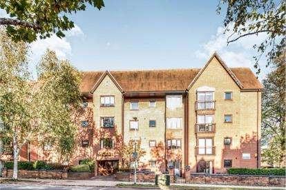 1 Bedroom Flat for sale in Aspley Court, Warwick Avenue, Bedford, Bedfordshire