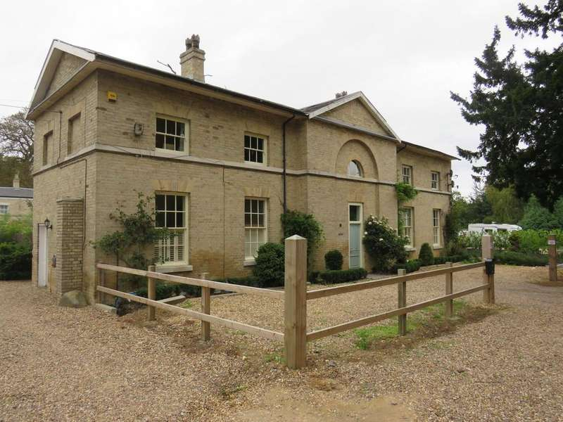 4 Bedrooms Detached House for sale in Bungay Road, Beccles