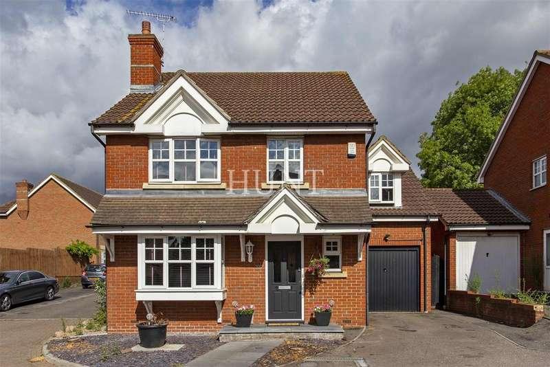 4 Bedrooms Detached House for sale in Hoveton Way, Oakwood Gate, Barkingside, Essex
