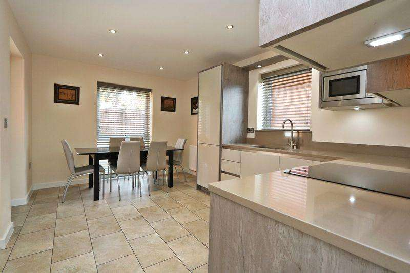 3 Bedrooms Detached House for sale in Walker Avenue, Wolverton Mill, Milton Keynes