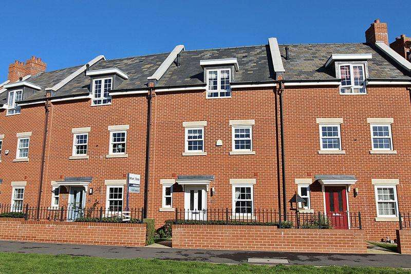 4 Bedrooms Terraced House for sale in Planets Way, Biggleswade