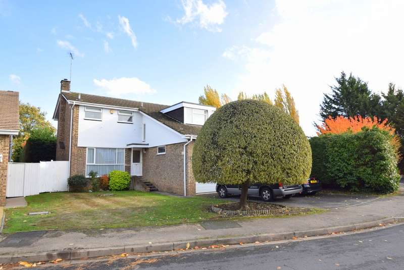 4 Bedrooms Detached House for sale in Beaulieu Close, Datchet, SL3