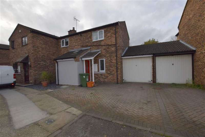 3 Bedrooms Semi Detached House for sale in Chalvedon Avenue, Basildon, Essex