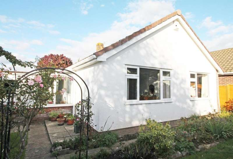 3 Bedrooms Bungalow for sale in Beechwood Road, Nailsea, North Somerset, BS48 2AE