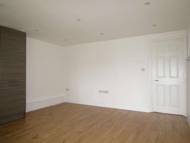 1 Bedroom Maisonette Flat for sale in Grasmere Parade, Wexham Road, Slough, SL2 5HZ