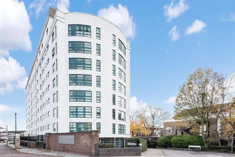 2 Bedrooms Penthouse Flat for sale in Kew Bridge Road, Kew Bridge
