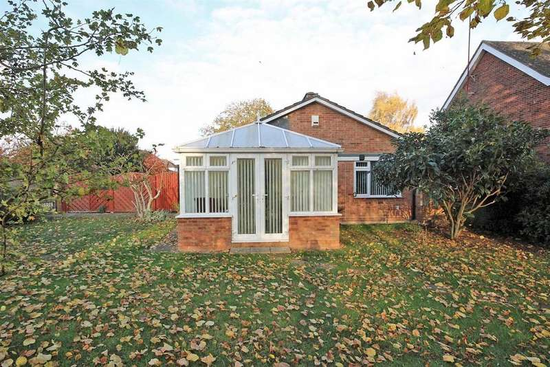 4 Bedrooms Detached Bungalow for sale in Brickhill Drive, Brickhill, Bedford