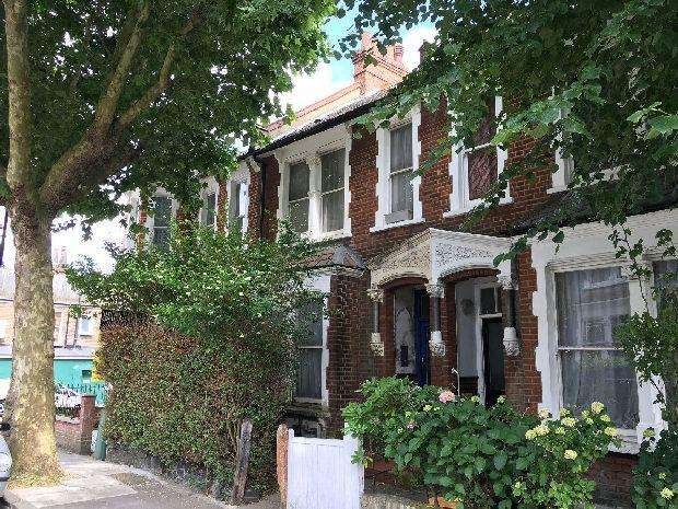 4 Bedrooms Terraced House for sale in HARBERTON ROAD Whitehall Park N19 3JP