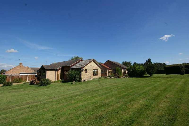 5 Bedrooms Detached Bungalow for sale in Longwater Lane, Norwich