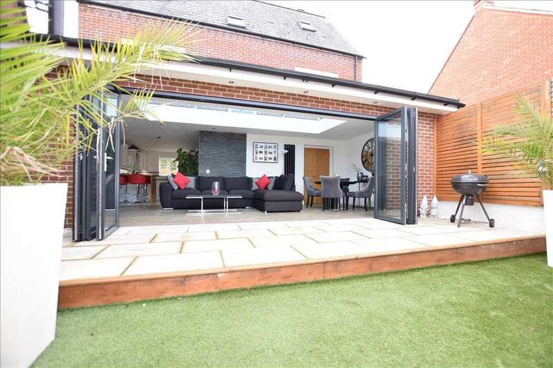 4 Bedrooms Detached House for sale in Granica Close, Swindon