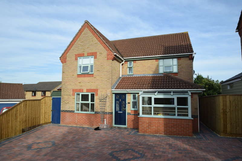 4 Bedrooms Detached House for sale in Leabrook Close, Bury St Edmunds IP32