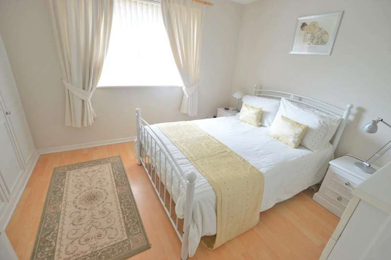 2 Bedrooms Terraced House for sale in Braemar Gardens, Slough