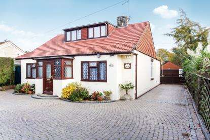 5 Bedrooms Bungalow for sale in Cowplain, Waterlooville, Hampshire