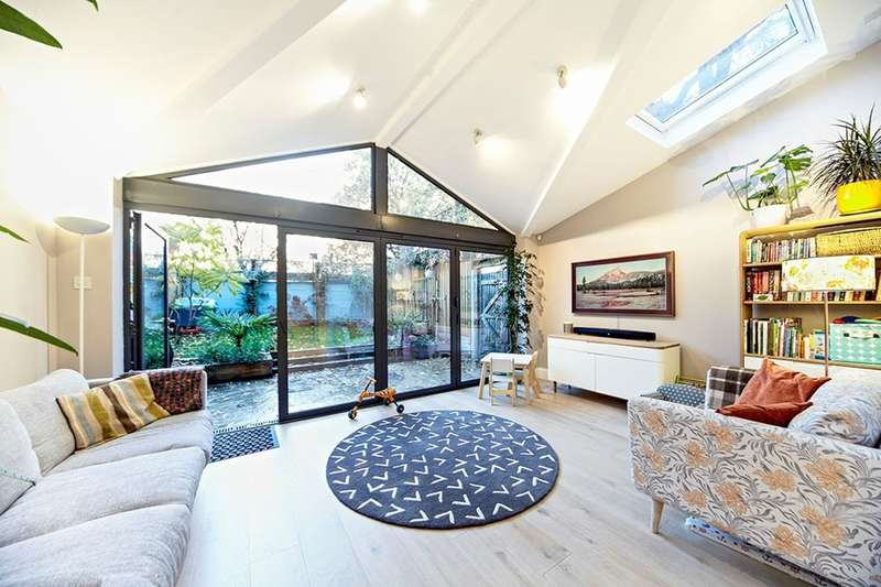 4 Bedrooms Terraced House for sale in Hospital Way, London, SE13