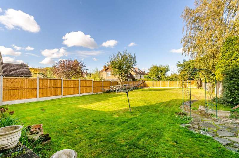 5 Bedrooms Detached House for sale in Brabourne Rise, Park Langley, BR3