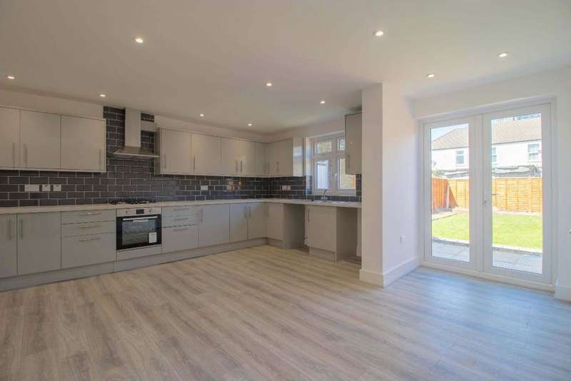 4 Bedrooms Terraced House for sale in Rutland Road, IG1