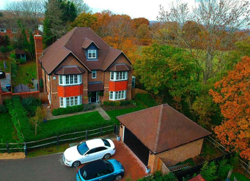 6 Bedrooms Detached House for sale in Oldfield Drive, Haywards Heath, West Sussex RH17 7TA