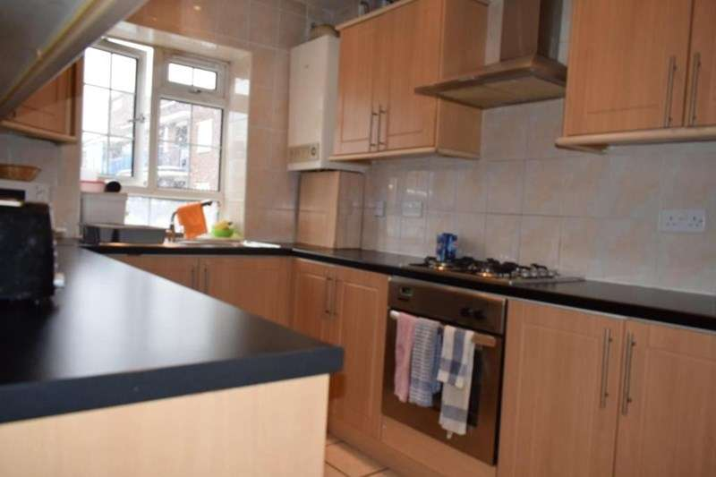 3 Bedrooms Apartment Flat for sale in Stanesgate House, Friary Estate, Peckham, London, SE15 1SF