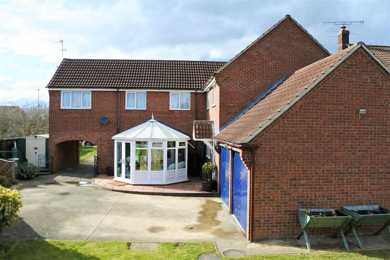 5 Bedrooms Detached House for sale in Barrowby Gate, Grantham