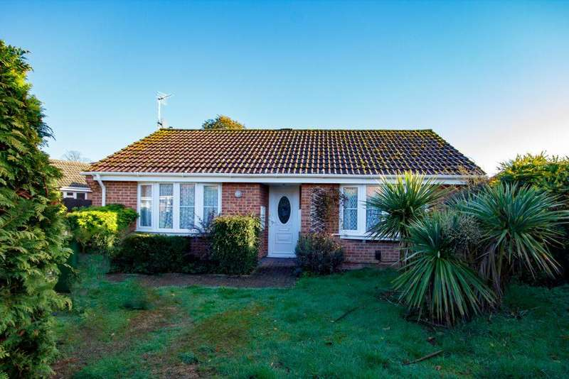 2 Bedrooms Detached Bungalow for sale in Grassington Place Thatcham
