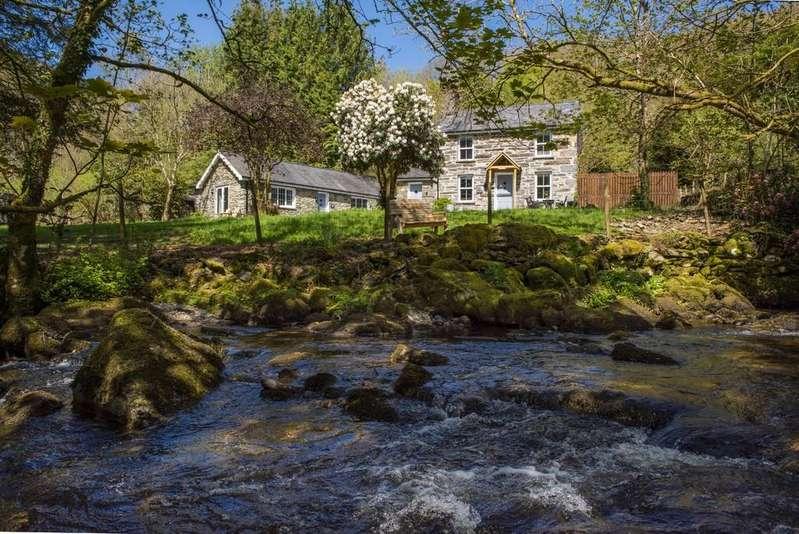 3 Bedrooms Cottage House for sale in Rhyd Y Sarn, Blaenau Ffestiniog, North Wales
