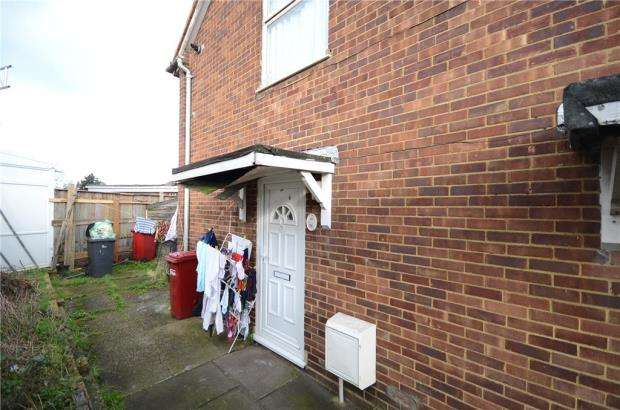 2 Bedrooms Maisonette Flat for sale in The Green, Slough