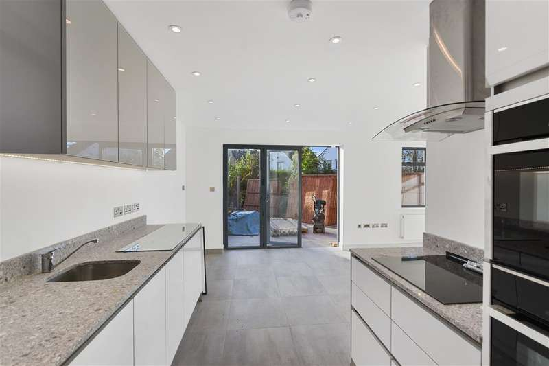 4 Bedrooms Maisonette Flat for sale in St Georges Road, London