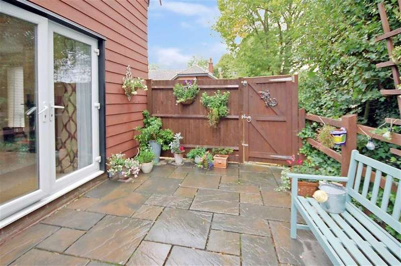 2 Bedrooms End Of Terrace House for sale in Marlborough Close, Weston, Hertfordshire