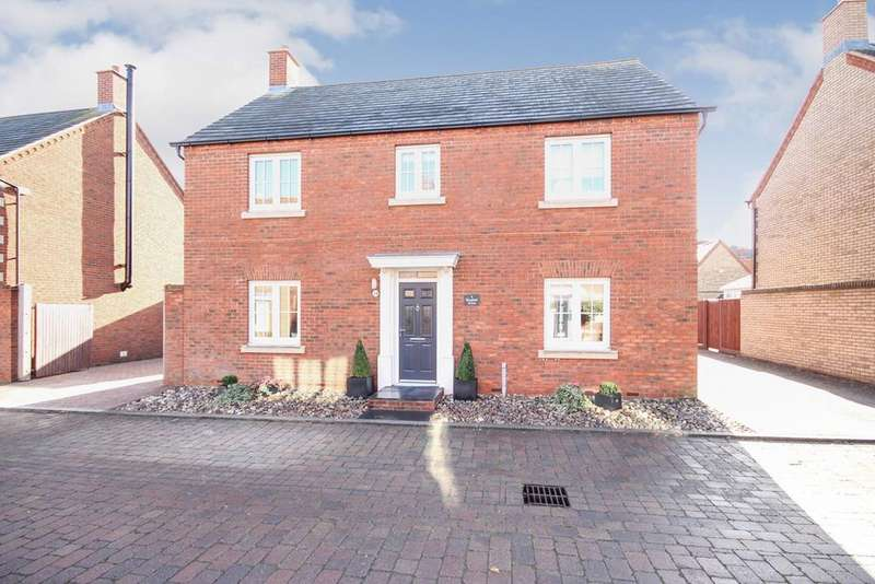 4 Bedrooms Detached House for sale in Bluebell Drive, Lower Stondon, SG16
