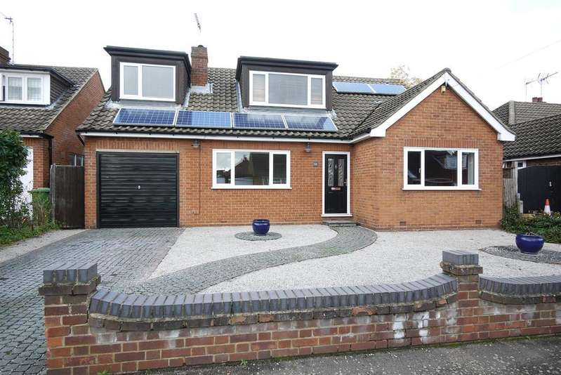 5 Bedrooms Detached Bungalow for sale in Sandon Road, Cheshunt