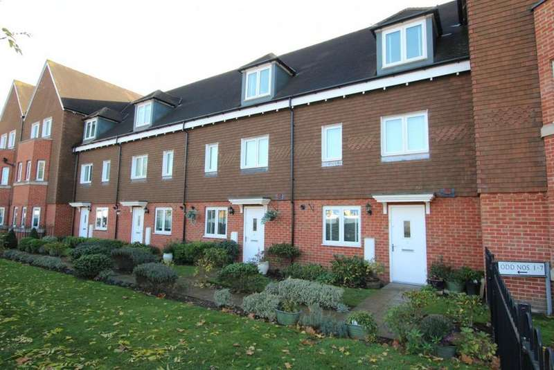 3 Bedrooms Town House for sale in Outfield Crescent, Wokingham, RG40