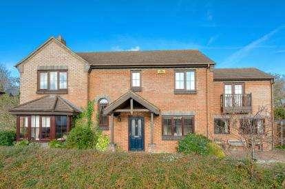 5 Bedrooms Detached House for sale in Huntingdon Crescent, Bletchley, Milton Keynes