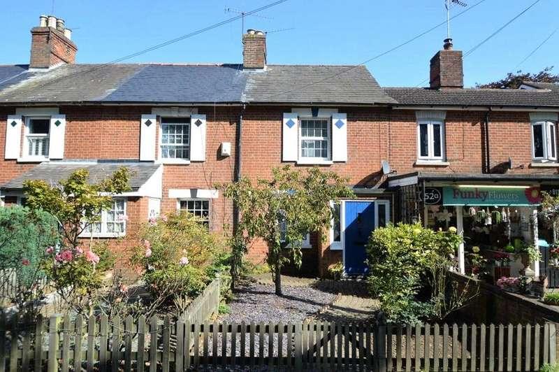 3 Bedrooms House for sale in London Road, Wokingham, Berkshire, RG40