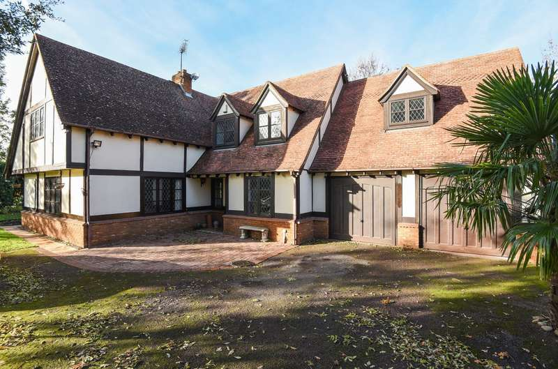 5 Bedrooms Detached House for sale in Whitehall Lane, Wraysbury, TW19