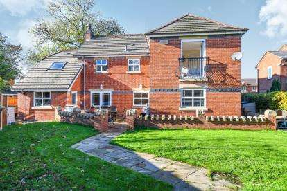 4 Bedrooms Detached House for sale in Stone Cross Lane North, Lowton, Warrington, Cheshire