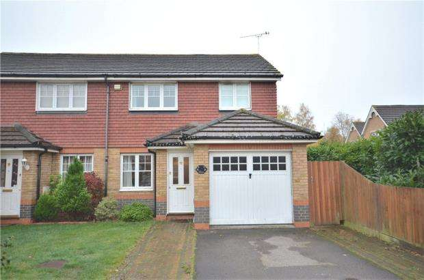 3 Bedrooms Semi Detached House for sale in Russell Close, Bracknell, Berkshire
