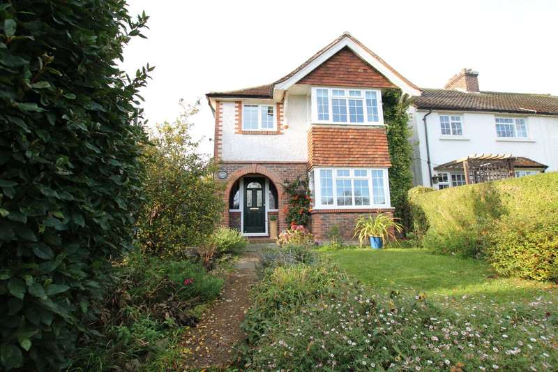 3 Bedrooms Detached House for sale in Wish Hill, Eastbourne, BN20 9HN